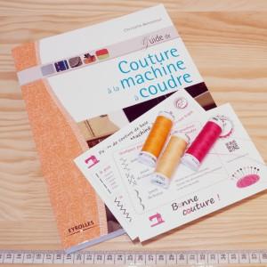 livre guide de couture et carte mémo points de couture machine à coudre christelle Beneytout